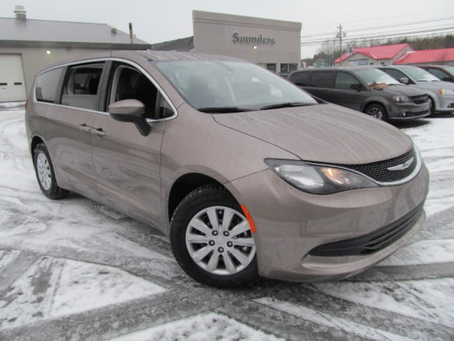 2018 Chrysler Pacifica LX - Safetytech / Camera / R/R Heat & Air Van