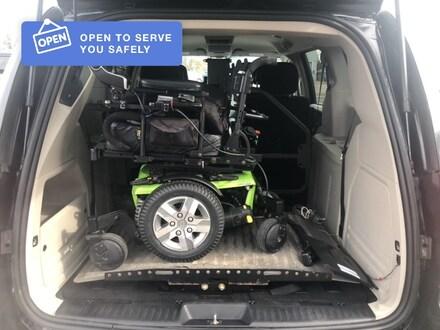 2014 Dodge Grand Caravan w/ Wheelchair lift Minivan