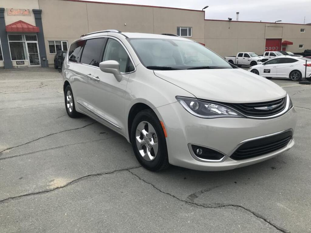 2019 Chrysler Pacifica Hybrid Touring-L 2RM