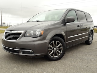 2015 Chrysler Town & Country S Wagon