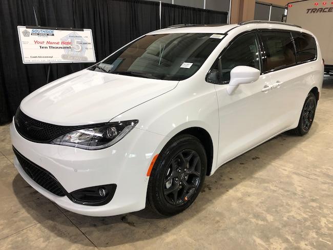 New 2019 Chrysler Pacifica Touring-L Plus Mini-van, Passenger PA1907 in Red Deer, AB