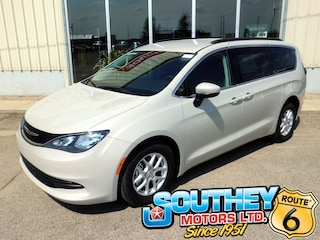 Used 2017 Chrysler Pacifica LX Mini-Fourgonnette 2C4RC1CG1HR659655 in Southey, SK