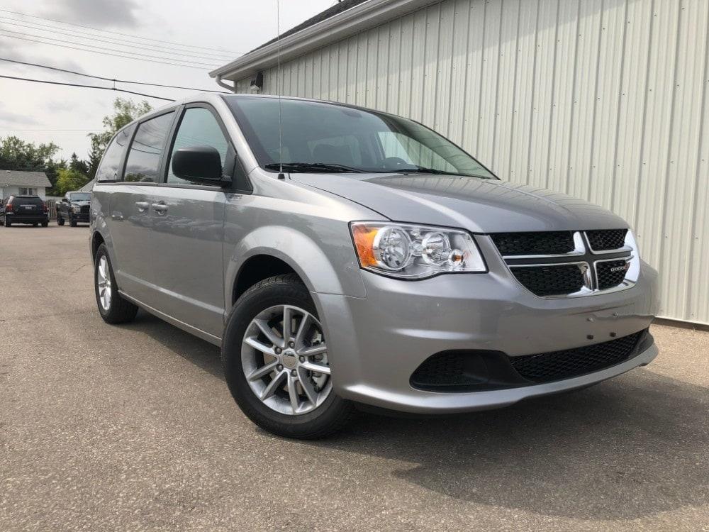 2019 Dodge Grand Caravan SXT Stow n go, Bluetooth, DVD Minivan