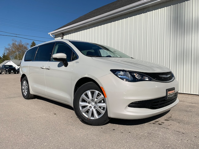New 2019 Chrysler Pacifica LX 8 Passenger, Backup Cam, Bluetooth Minivan Winnipeg