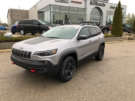 2020 Jeep Cherokee 10% off MSRP on this Trailhawk Elite SUV