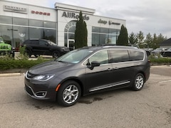 2019 Chrysler Pacifica Touring L Leather / tire and wheel group Nav Van