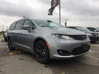 2019 Chrysler Pacifica Touring Plus Van
