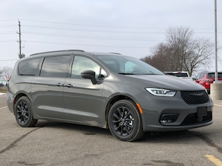 2021 Chrysler Pacifica Touring Van