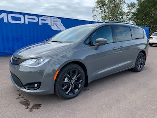 2020 Chrysler Pacifica Touring-L S Appearance Package Van