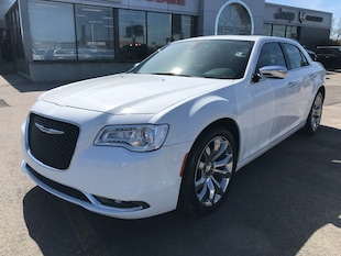 2018 Chrysler 300 Limited w/Leather Cooled Seats, Navi, Pano Sunroof Sedan