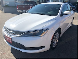 2016 Chrysler 200 LX 4 Cylinder Automatic w/Low KMS, Clean Carproof Sedan