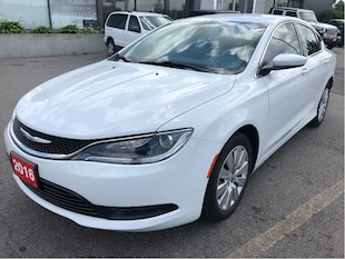 2016 Chrysler 200 LX Automatic w/Low KMS, Great Condition, Lots of R Sedan