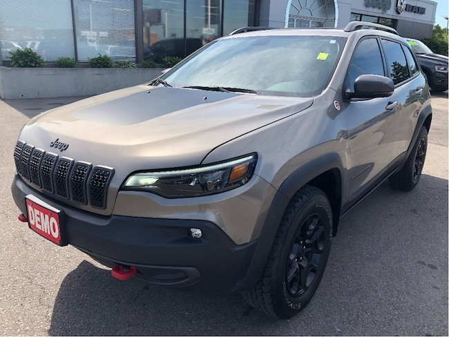 2019 Jeep New Cherokee Trailhawk 4x4 V6 w/Sunroof, Navi, Tow Pack, Safety SUV