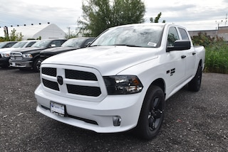2019 Ram 1500 Classic Express Blackout|4X4|KEYLESS ENTRY|UCONNECT Truck Crew Cab