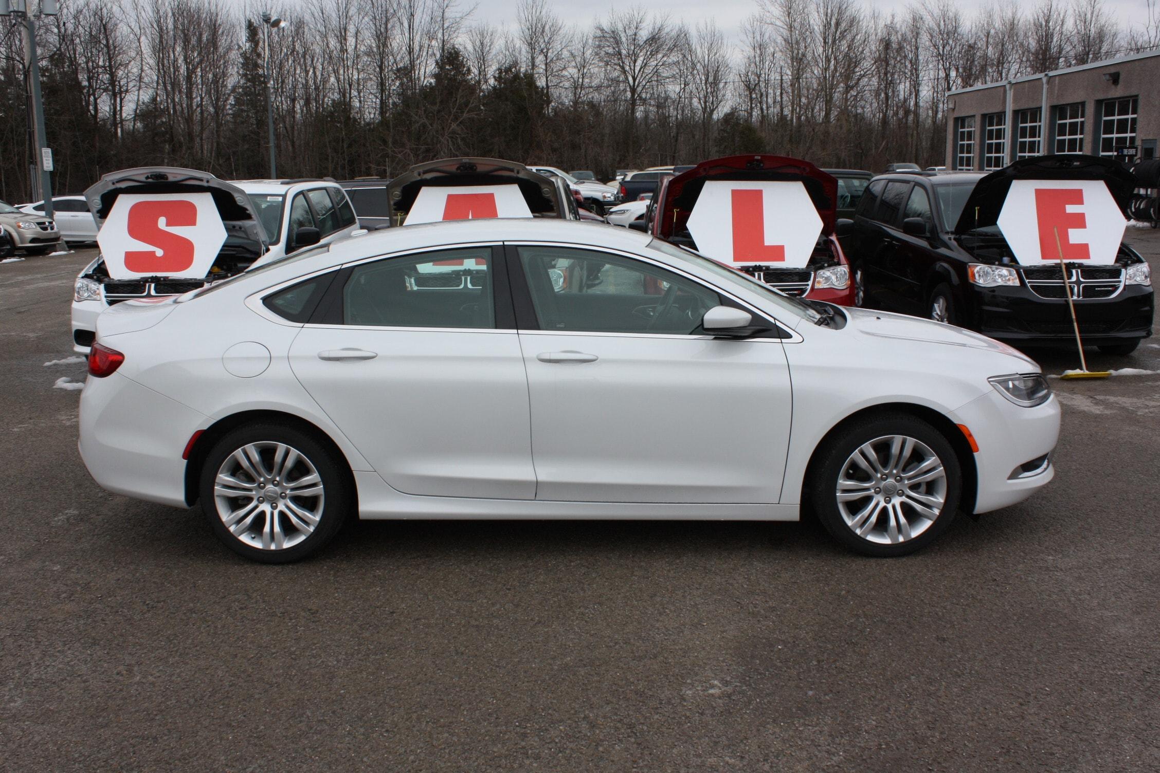 2015 Chrysler 200 Limited ***  LOW K.. Very clean! Sedan