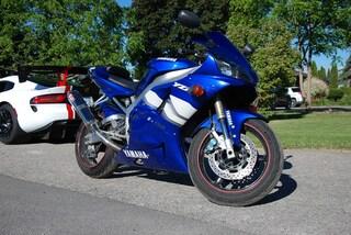 2000 Yamaha YZF R1 motorcycle