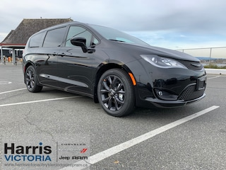 2020 Chrysler Pacifica Touring Minivan for sale in Victoria, BC
