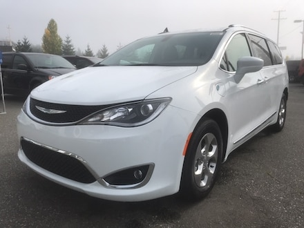 2020 Chrysler Pacifica Hybrid Touring-L with $10,000 total incentives! Van for sale in Nanaimo, BC