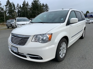 2013 Chrysler Town & Country Touring NAV DVD Pwr doors and liftgate. Van