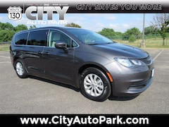 2017 Chrysler Pacifica Touring Touring FWD