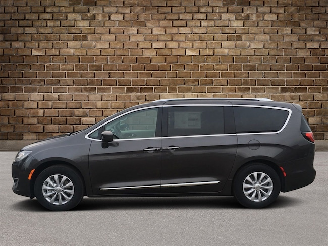 New 2019 Chrysler Pacifica TOURING L Passenger Van in Hermitage