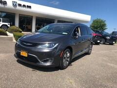 2018 Chrysler Pacifica (3.6L) Hybrid Limited FWD Minivan
