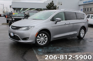 Used 2018 Chrysler Pacifica Touring L Van 2C4RC1BG2JR144462 B3562 for sale in Seattle, WA