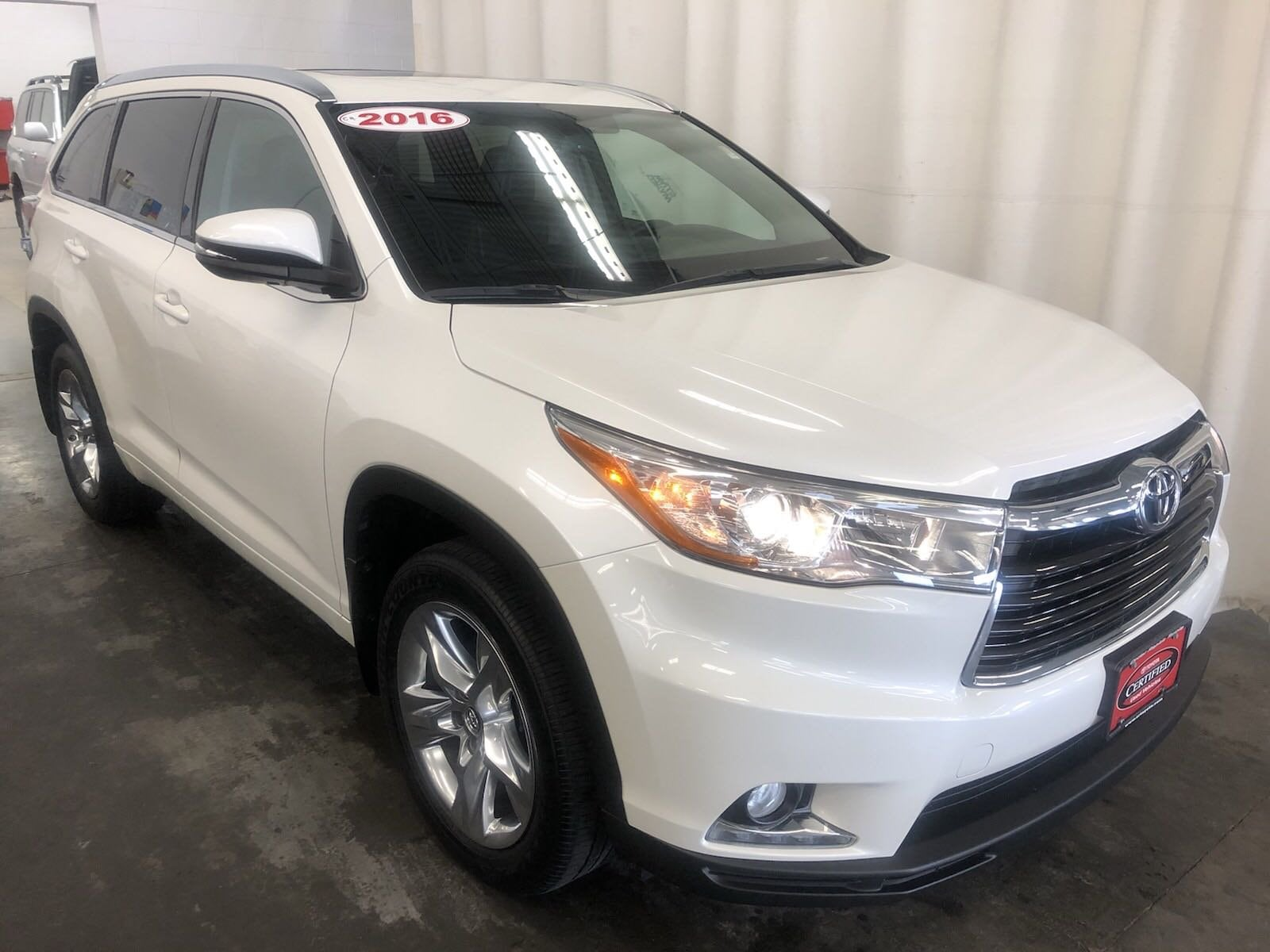 Featured Certified 2016 Toyota Highlander Limited V6 SUV for sale near you in Hiawatha, IA