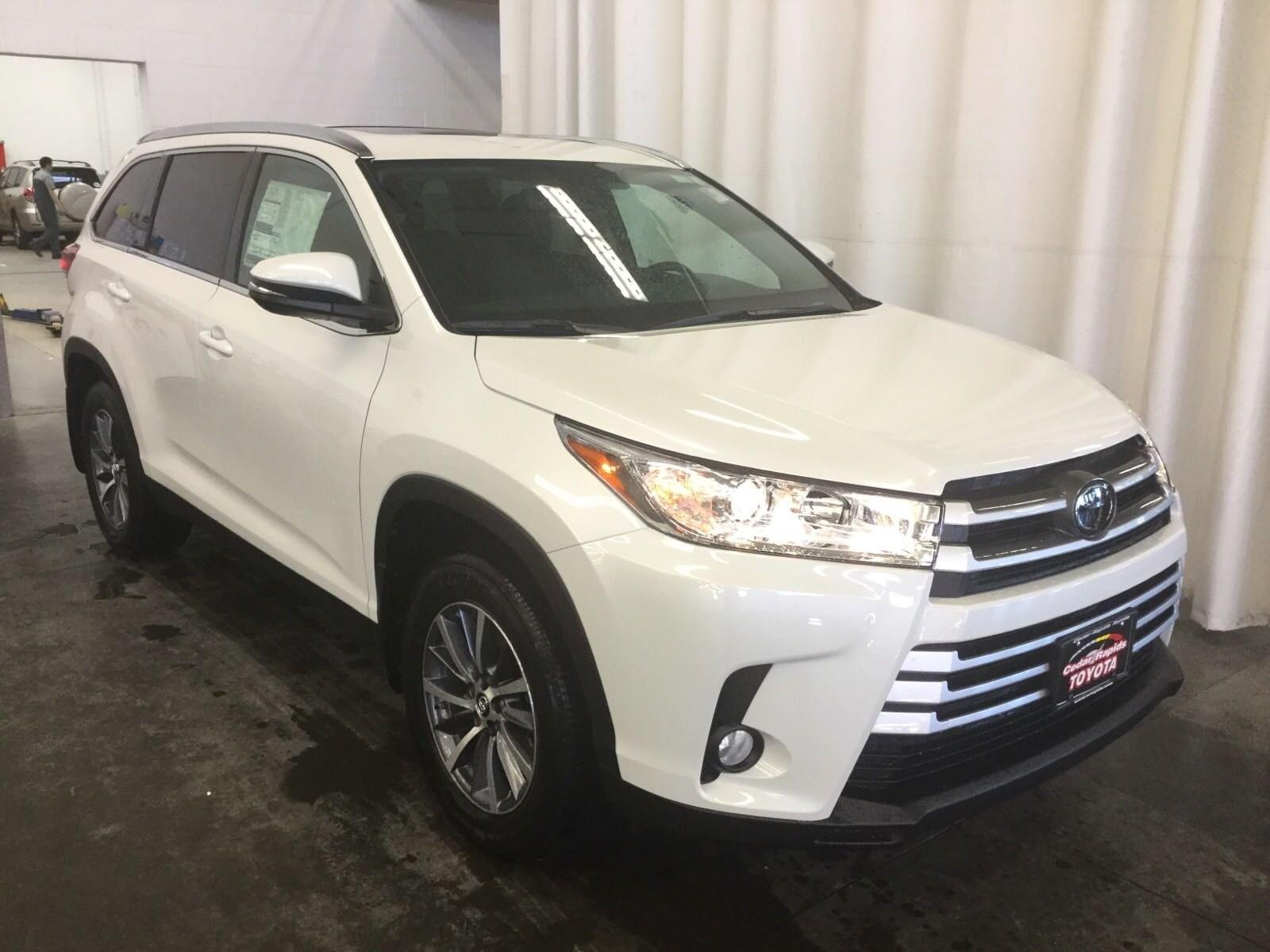 Featured New 2019 Toyota Highlander XLE V6 SUV in Hiawatha, IA