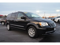 2014 Chrysler Town & Country Touring w/Nav DVD Van