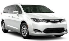 New  2020 Chrysler Pacifica TOURING Passenger Van for Sale in East Hanover, NJ