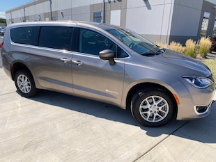 2017 Chrysler Pacifica BraunAbility Touring Plus FWD