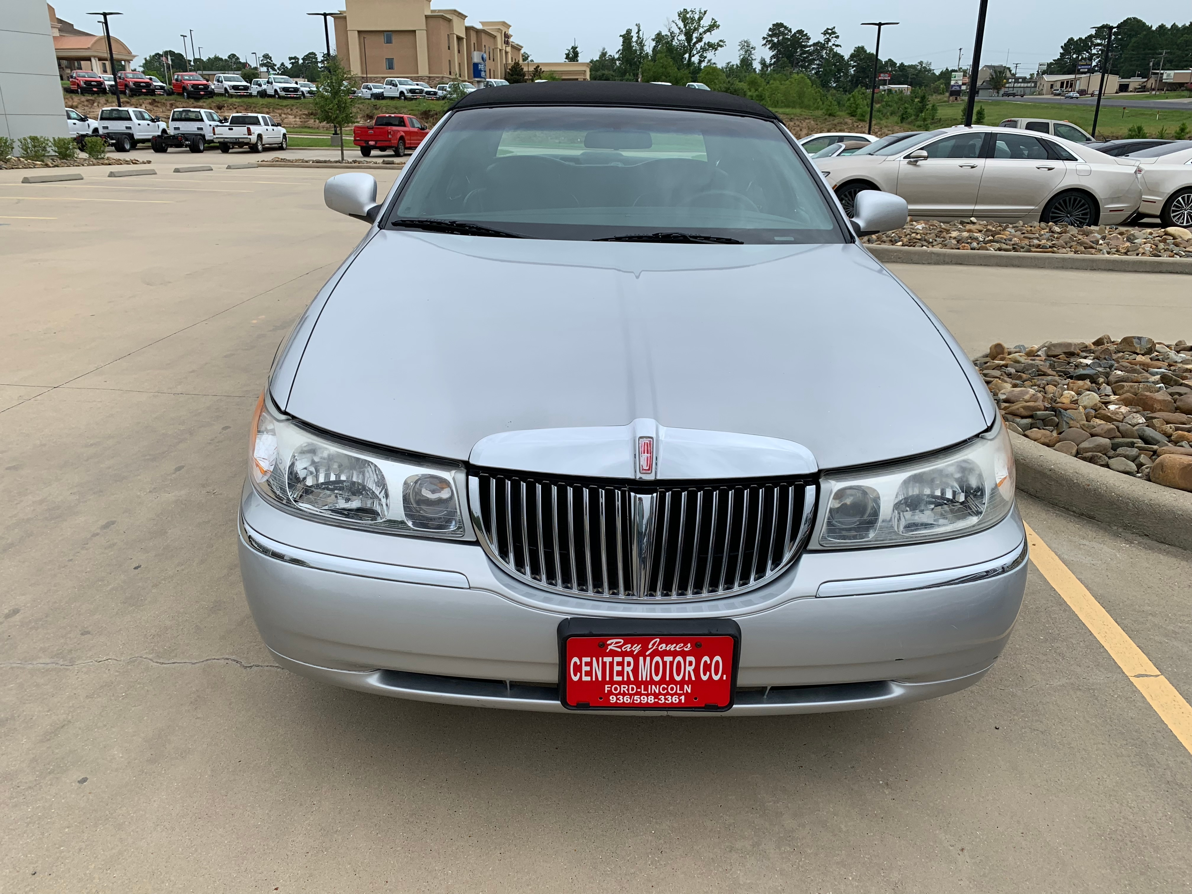 Used 2000 Lincoln Town Car For Sale at Center Motor Company