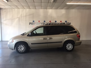 2005 Chrysler Town & Country Base Van