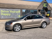 2015 Volkswagen Passat Comfortline/ SUNROOF / LEATHERETTE / HEATED SEATS Sedan