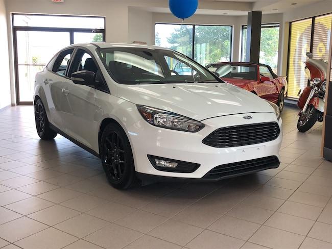 2015 Ford Focus SE + PKG / 17 BLACK GLOSS RIMS / HEATED SEATS/ Sedan
