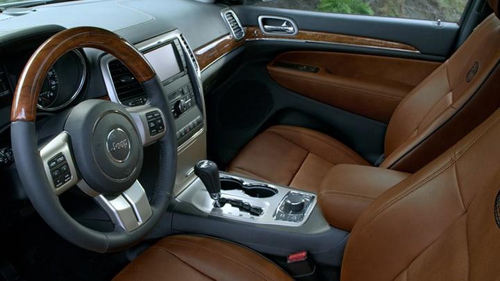 The 2011 jeep grand cherokee for 2011 grand cherokee interior