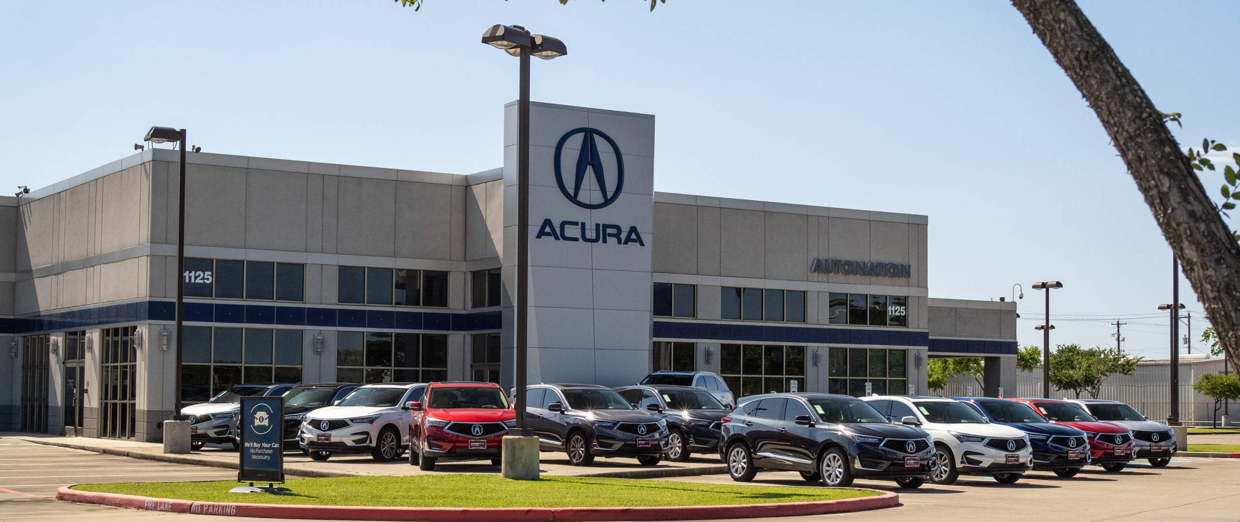Exterior view of AutoNation Acura Gulf Freeway