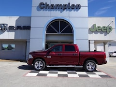 New Chevrolet Chrysler Dodge Jeep Ram 2019 Ram 1500 Classic EXPRESS CREW CAB 4X4 5'7 BOX Crew Cab Athens, AL