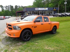 New Chevrolet Chrysler Dodge Jeep Ram 2019 Ram 1500 Classic EXPRESS CREW CAB 4X2 5'7 BOX Crew Cab Athens, AL