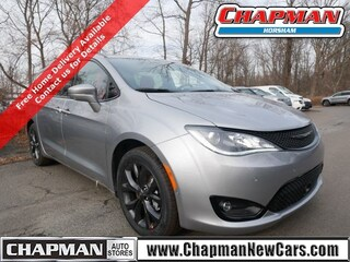 New 2020 Chrysler Pacifica RED S EDITION Passenger Van in Horsham PA