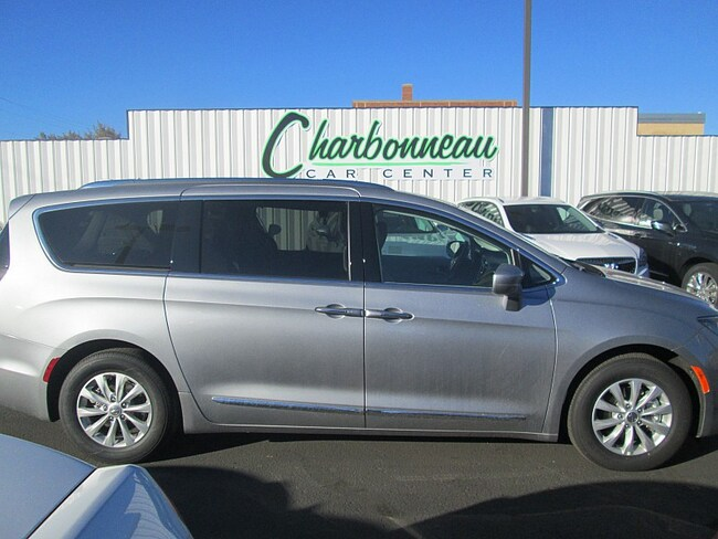 New 2019 Chrysler Pacifica TOURING L Passenger Van For Sale/Lease Dickinson, ND