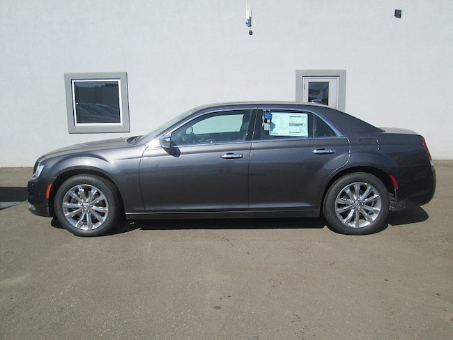 New 2018 Chrysler 300 LIMITED AWD Sedan For Sale/Lease Dickinson, ND