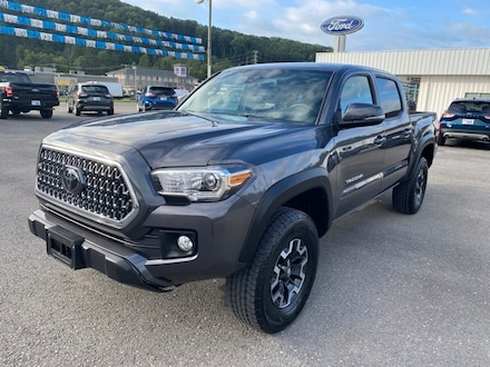 2018 Toyota Tacoma SR5, Crew Cab, 4WD, Automatic, V6 Truck Double Cab
