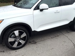 New  2020 Volvo XC40 T4 Momentum SUV in Chattanooga, TN