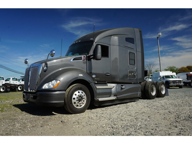 2016 Kenworth T680 Sleeper Cab Cab & Chassis