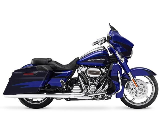 New 2017 Harley-Davidson CVO Street Glide FLHXSE CVO For Sale near Chicago, IL