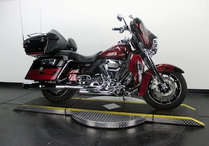 2011 Harley-Davidson CVO Electra Glide Ultra Classic FLHTCUSE