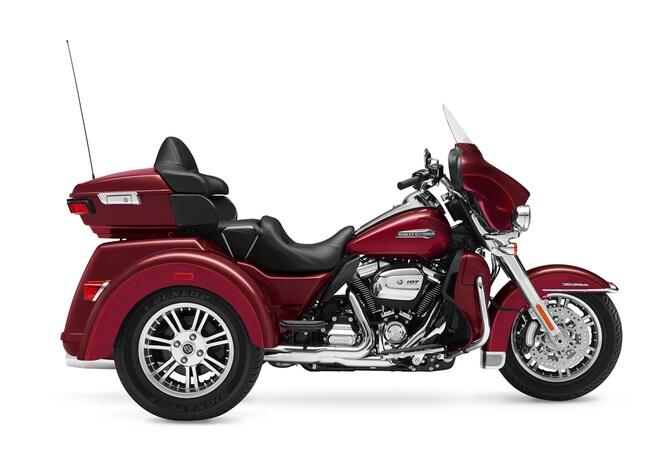 New 2017 Harley-Davidson Tri Glide Ultra FLHTCUTG Trike For Sale near Chicago, IL
