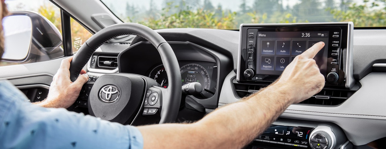 man uses Entune in 2019 Rav4